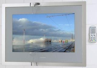 Smart vattentätTV med uppvärmd skärm som motverkar imma på rutan.
